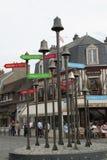 Teckenstolpar med klockor i sommar Royaltyfria Foton