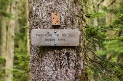 Teckenstolpe för slingan 600 Muddy Fork Arkivbild