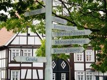 Teckenstolpe för turist- information Arkivbild
