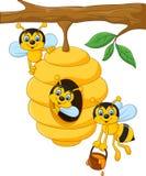 Tecknad filmfilial av ett träd med en bikupa och ett bi stock illustrationer
