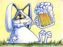 Tecknad filmillustration av att le kanin med ett öl Fotografering för Bildbyråer