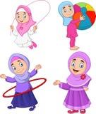Tecknad filmmuslimflickor med olika hobbyer royaltyfri illustrationer