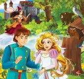 Tecknad filmplats med härlig prins och prinsessan framme av någon slott - trollkvinna i bakgrunden - som står i skogen Royaltyfria Bilder