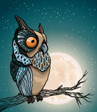 Tecknad filmuggla och fullmåne. Arkivbild