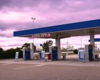 tecknad white för station för bränslehandillustration Arkivfoton