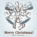 tecknade handen för klockor klingar den jul vykortet Arkivfoto