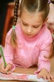 tecknar den paper blyertspennapreschooleren royaltyfria foton
