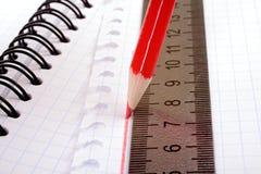 tecknar den plana linjen blyertspennaredlinjal royaltyfri fotografi
