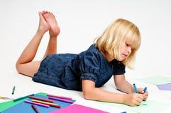 tecknar flickabarn arkivfoton