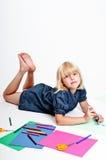 tecknar flickabarn arkivbilder