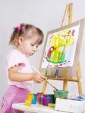 tecknar flickamålningen arkivbild
