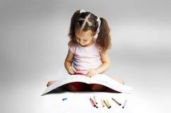 tecknar nätt långa markörer för flickahår royaltyfri fotografi