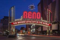 Tecknet av Reno Arch på natten, Nevada Royaltyfria Foton