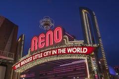 Tecknet av Reno Arch på natten, Nevada Royaltyfri Fotografi