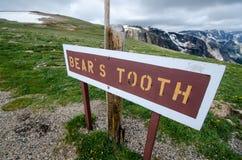 Tecknet för björntanden, det berömt vaggar bildande längs Montana Bear Tooth Highway Pass royaltyfri foto