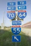 Tecknet för mellanstatlig huvudväg visar genomskärningen av mellanstatliga 70, 64 och 55 i östliga St Louis nära St Louis, Missou Fotografering för Bildbyråer