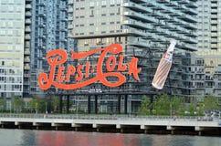 Tecknet för neonPepsi Cola gör till drottning NY Tom Wurl Royaltyfria Foton