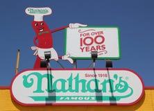 Tecknet för restaurang för Nathan ` s det original- på Coney Island, New York Arkivfoton