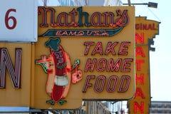 Tecknet för restaurang för Nathan ` s det original- på Coney Island, New York Royaltyfria Bilder