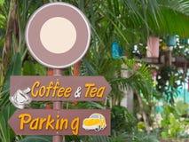 Tecknet för utomhus- tecken som, kaffe- och teparkerar undertecknar Arkivbild