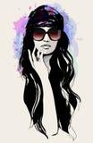 Teckning av en härlig kvinna med solglasögon stock illustrationer
