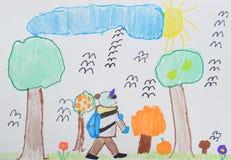 Teckning för barn` s: en pojke med en påse går till skolan till och med hösten parkerar tillbaka begreppsskola till royaltyfri bild