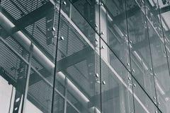 teckning för blå kompass för arkitekturbakgrund djup över Glass fasadsystem royaltyfri fotografi