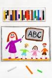 Teckning: l?rare och studenter i klassrumet Undervisande barn alfabetet royaltyfri foto