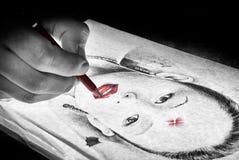 teckningen hand henne morgonunderkläder upp varmt kvinnabarn Royaltyfri Bild