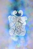 Teckningsgåvaask med blåa bokehbakgrunder för juldag Royaltyfri Bild