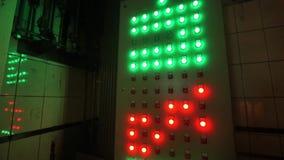 A tecla eletrônica para eletricistas os botões é colorida Planta metalúrgica video estoque