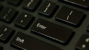 Tecla enter no teclado - metragem conservada em estoque vídeos de arquivo