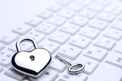 Teclado chave Heart-shaped fotografia de stock royalty free