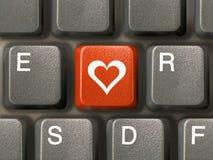 Teclado (close up), chave vermelha com coração Fotografia de Stock Royalty Free