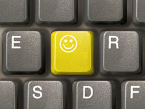 Teclado (close up) com chave do sorriso Fotos de Stock Royalty Free