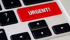 Teclado com chave urgente, portátil de prata do caderno do computador com teclados pretos fotos de stock royalty free