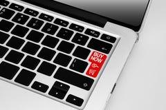 Teclado com da compra o botão em linha vermelho do tema da compra agora imagem de stock royalty free