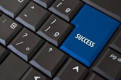 Teclado com uma chave ao sucesso Imagens de Stock Royalty Free