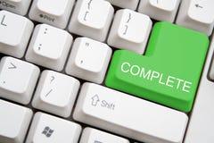 Teclado con el botón COMPLETO verde Imagenes de archivo