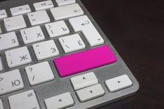 Teclado con el botón puro del color magenta Imagen de archivo libre de regalías