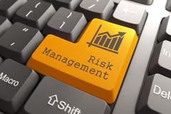Teclado con el botón de la gestión de riesgos. Imágenes de archivo libres de regalías