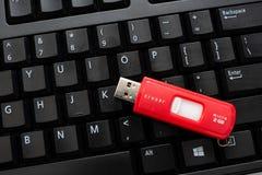 Teclado con la unidad USB foto de archivo libre de regalías