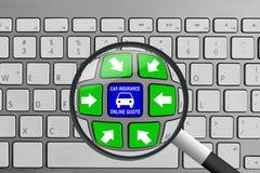 Teclado con los botones y la lupa verdes y azules de la cita del seguro de coche Imágenes de archivo libres de regalías