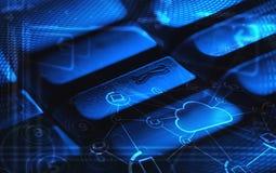 Teclado con los iconos de la tecnología de la nube que brillan intensamente Imagen de archivo libre de regalías