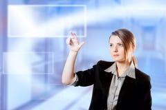 Teclado da almofada de toque do dedo da mulher de negócios Imagens de Stock