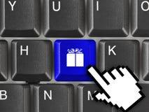 Teclado de computador com chave do presente Fotografia de Stock Royalty Free