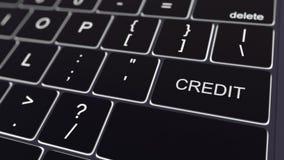 Teclado de computador preto e chave de crédito de incandescência Rendição 3d conceptual Foto de Stock