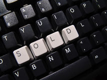 Teclado de computador vendido imagens de stock