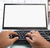 Teclado de dactilografia da mão com monitor em branco Fotografia de Stock Royalty Free