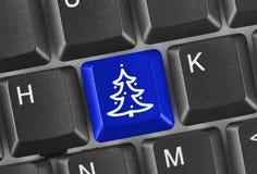 Teclado de ordenador con clave del árbol de navidad Fotografía de archivo libre de regalías